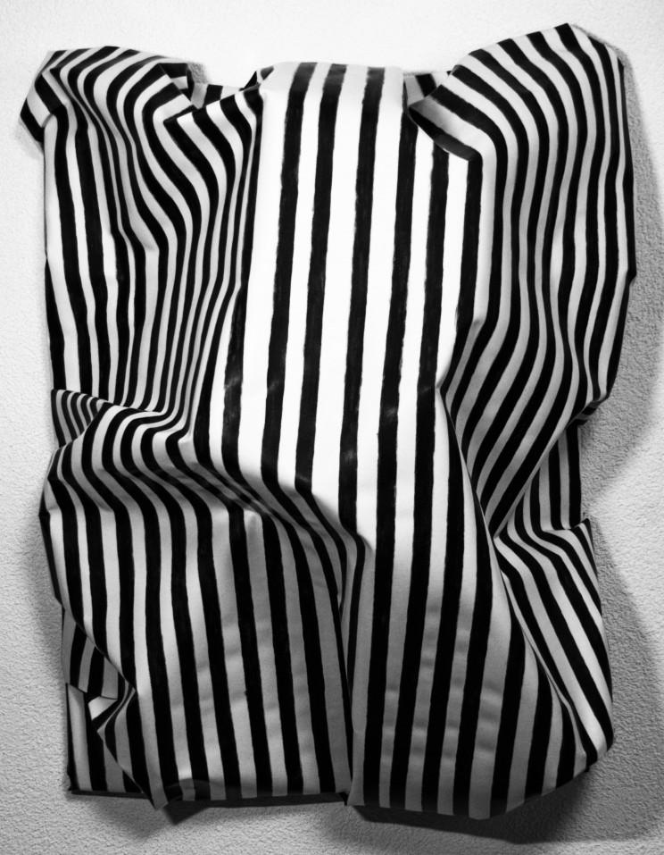 """newton """"almost free"""" - gewebe, kunstharz, acryl auf leinwand - 90 x 70 x 35 cm"""
