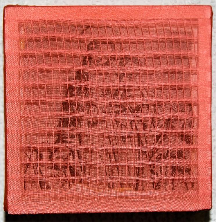 """maria rot"" - acryl, papier, gewebe, holz auf leinwand - 10 x 10 x 5 cm"