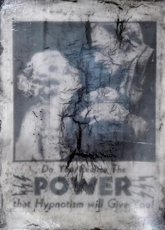 """""""hypnotism"""" - acryl, papier, kunstharz auf leinwand - 24 x 18 cm"""