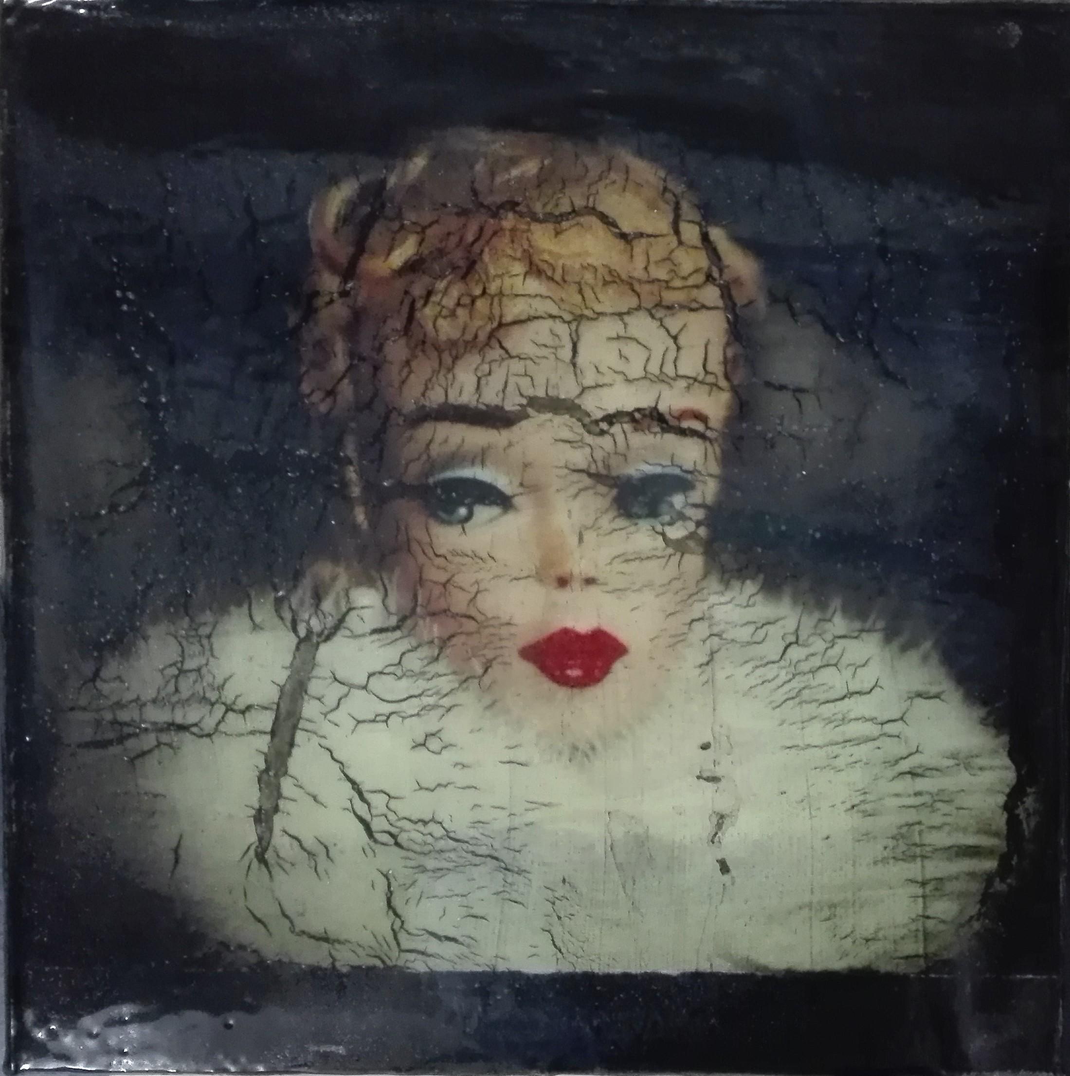 """beauty more than bitterness, makes the heart break"" - acryl, papier, kunstharz auf leinwand - 20 x 20 x 8 cm"