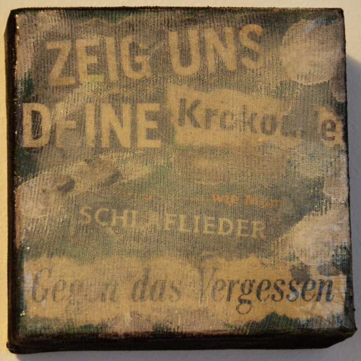 """krokodile"" - acryl, papier auf leinwand - 10 x 10 x 4 cm"