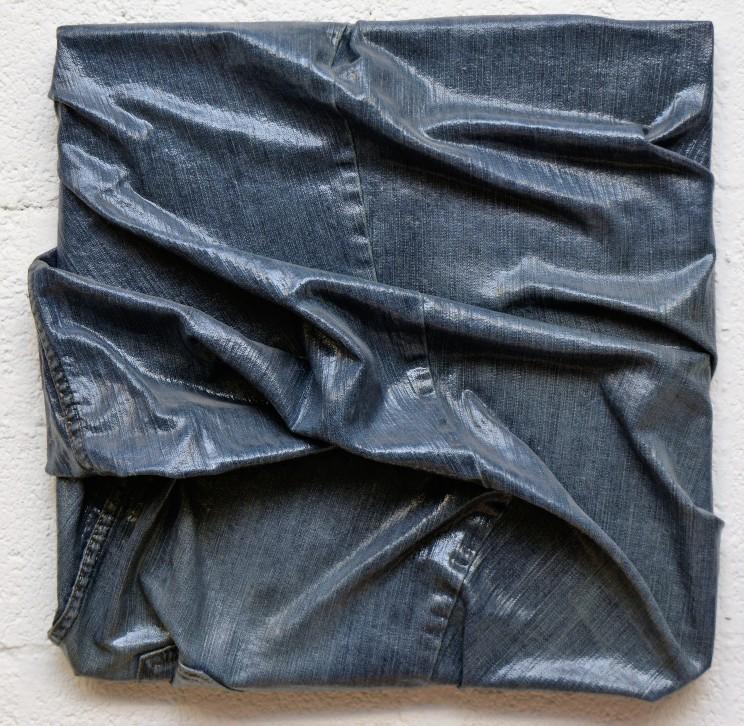 """newton """"es war schön mit dir"""", gewebe, acryl, kunstharz auf leinwand, 40 x 40 x 10 cm"""