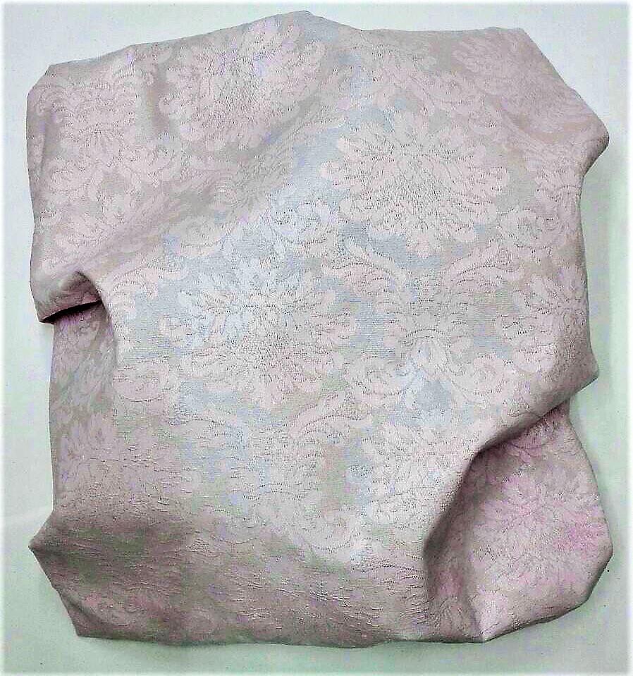 "newton ""yes or pink 1"", 2017, gewebe, acryl, kunstharz auf leinwand, 34 x 32 x 12 cm"