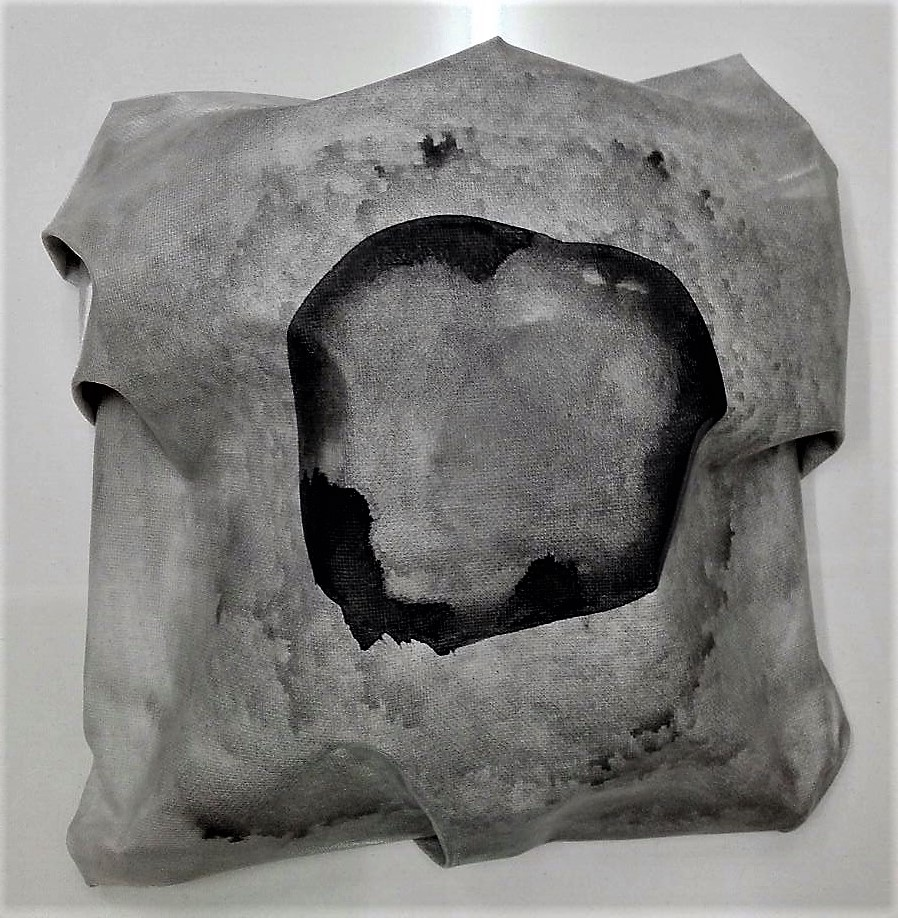 """newton """"dark circle"""", 2017, gewebe, acryl, kunstharz auf leinwand, 24 x 27 x 8 cm"""