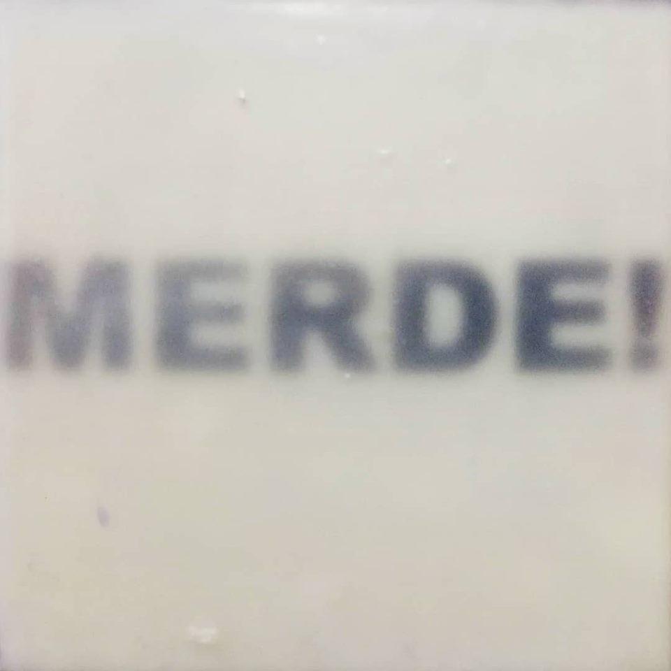 """""""merde!"""", acryl, papier, kunstharz auf leinwand, 10 x 10 x 4 cm"""