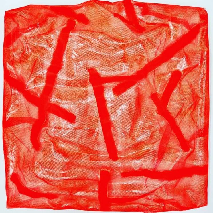 "newton ""leave your track (don't look back)"", gewebe, acryl, kunstharz auf leinwand, 40 x 40 x 10 cm"